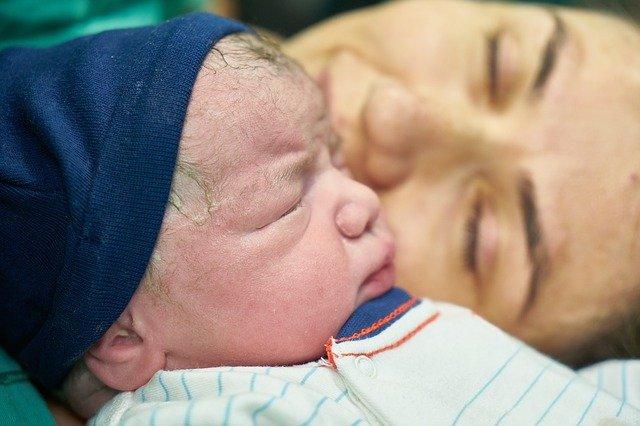 novorozenec po porodu